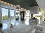 glass-wall-in-the-living-room.jpg.800x600_q85